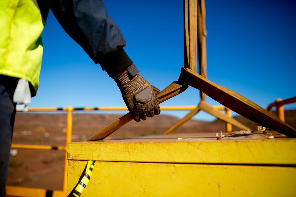 Безопасность работ на высоте: оснащение объектов строительства